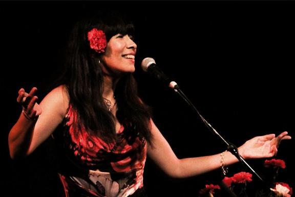Miryam Quiñones canta a SILVIO